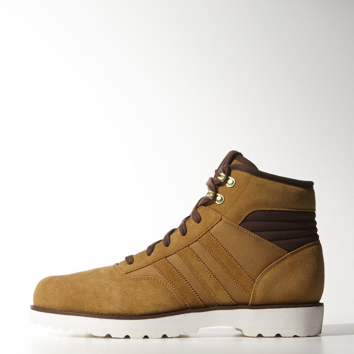 9bc81842d1 Na Adidas pomerne lacná (75 €) obuv z línie NEO. Vrchná časť je vyrobená zo  syntetického nubuku
