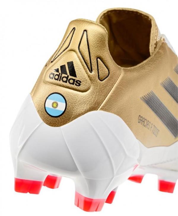 ba2d8bf24 Špeciálne kopačky F50 adiZero TRX FG miCoach pre 3-násobného držiteľa  ankety Zlatá lopta (FIFA Ballon d'Or ) Lionela Messiho. Zvršok je prevedený  v zlatej ...